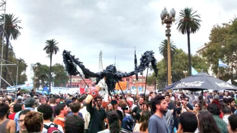 Buenos Aires, 24 de marzo de 2016. En Plaza de Mayo manifestantes no solo se reunen a conmemorar sino a denunciar los rastros vigentes de la dictadura en el proyecto neoliberal y neoconservador que representa el actual gobierno.